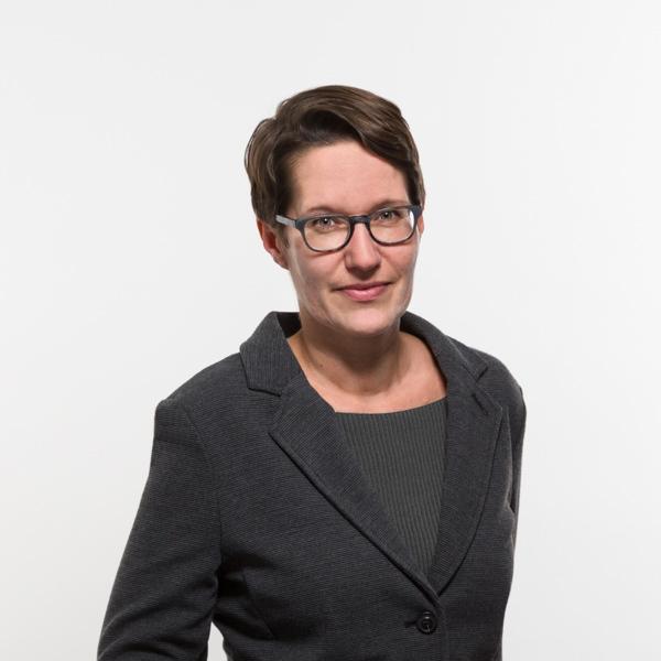 JULIA NITSCHKE 博士